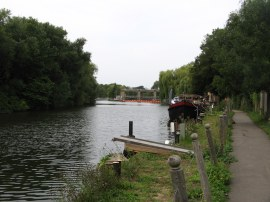 Approaching Allington Lock